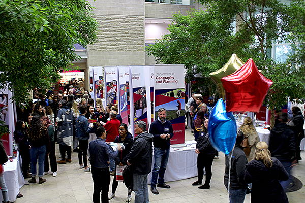 Fall Preview and Ontario Universities Fair help prospective students learn about life at Queen's.