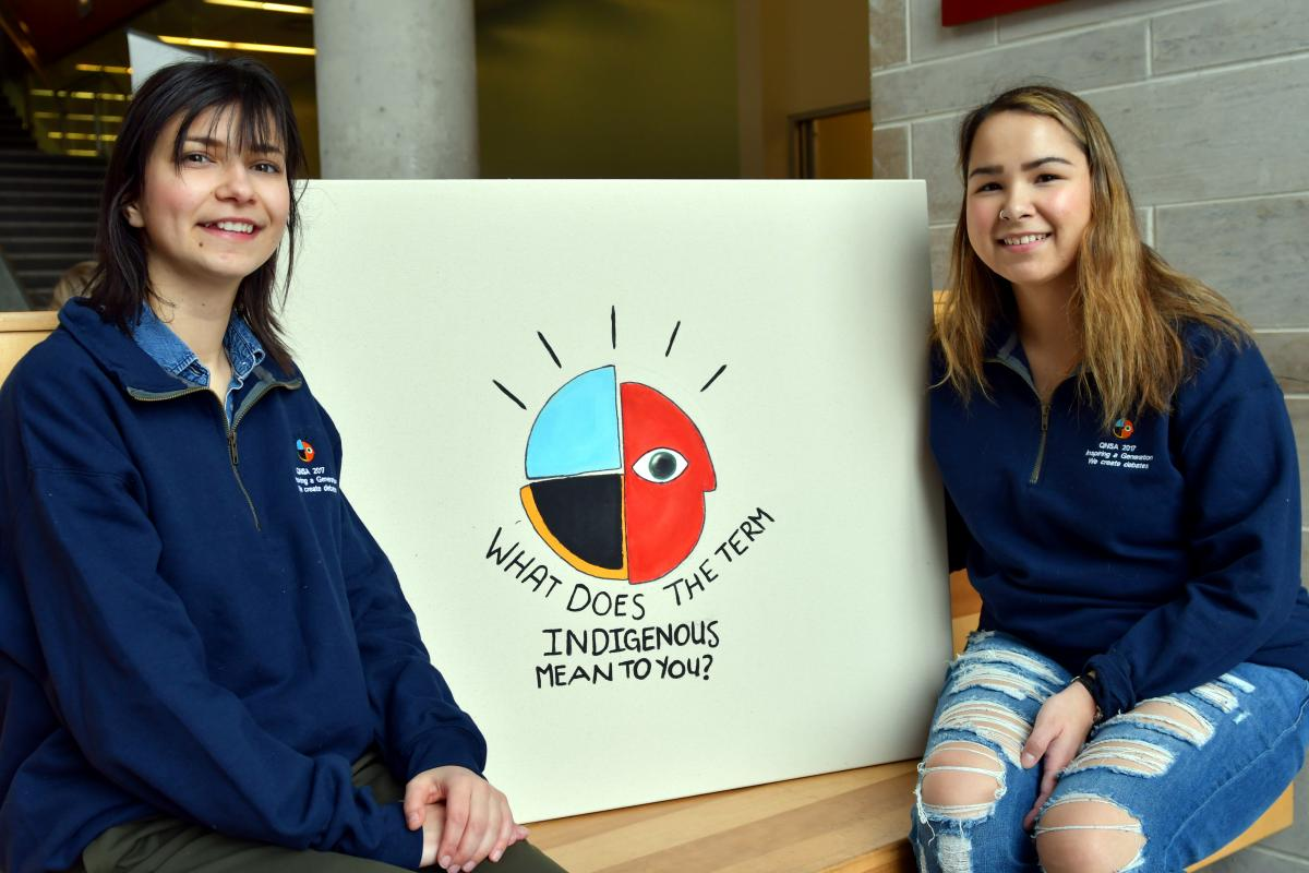 Queen's Native Students' Association member Helena Kita (Artsci'19) and Co-President Sarah Hanson (Artsci'17) help take down the thoughts of the Queen's community as part of Indigenous Awareness Week. (University Communications)