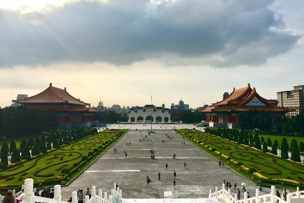 Lexie Wright (Artsci'19) took a trip to Taiwan as part of her Linguistics degree, seeing sights such as the Chiang Kai Shek Memorial Hall. (Supplied Photo)