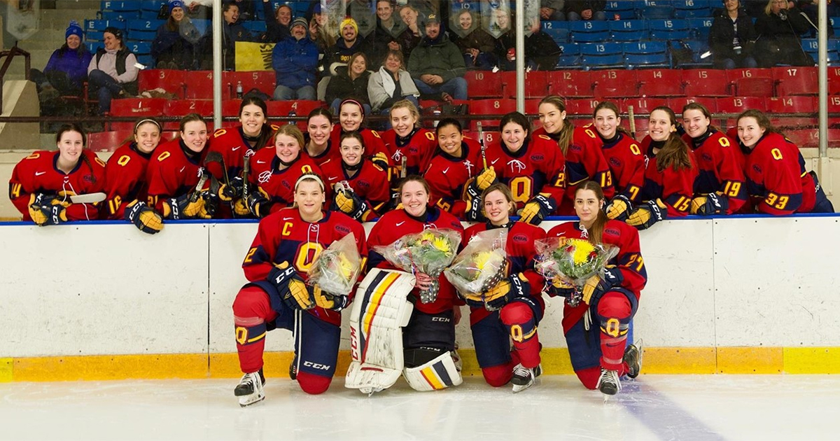 9Queen's Women's Hockey Senior Night]