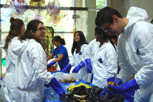 Students participate in a waste audit during Sustainability Week 2017. (Photo: PPS)