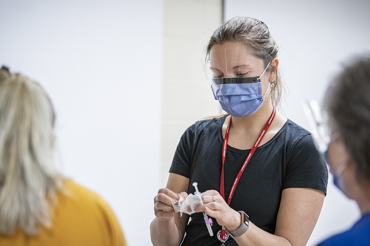 Queen's medical student Tania Yavorska prepares to vaccinate a patient