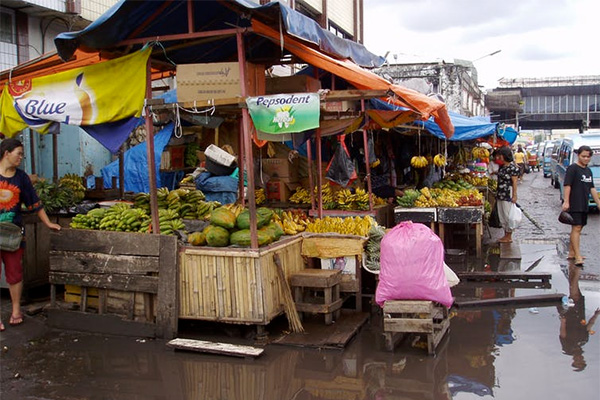 [A flooded market in Sulawesi. Anastasia Riehl]