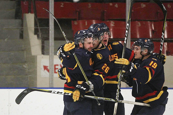 [Queen's Gaels men's hockey team]