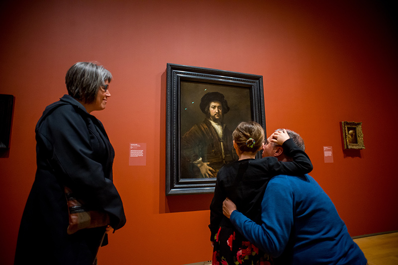 [photo of family looking at Rembrandt painting in the Agnes]