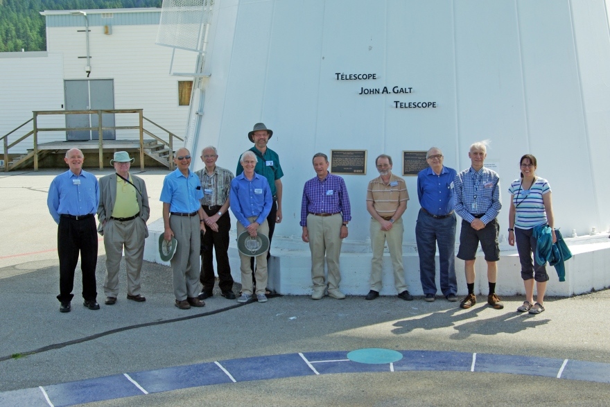 [photo of Queen's astronomers at DRAO Observatory, 2016]