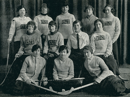 [women's hockey team 1917]
