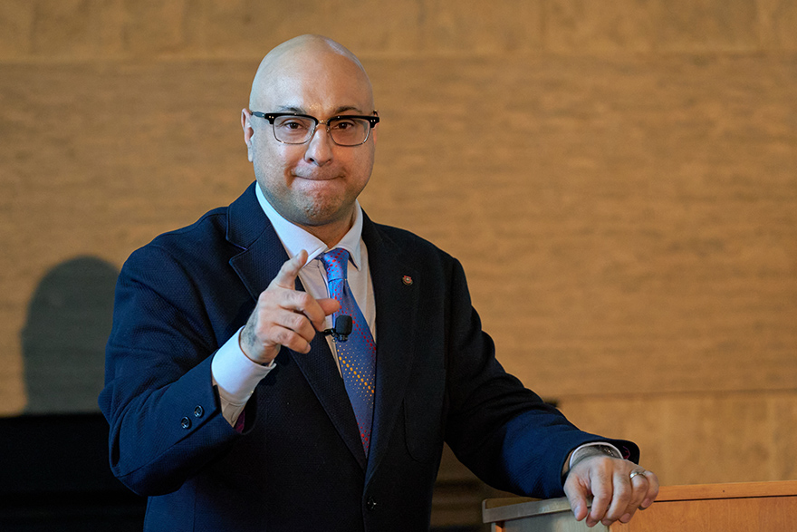 [photo of Ali Velshi at Stauffer Library during his March 5 lecture]