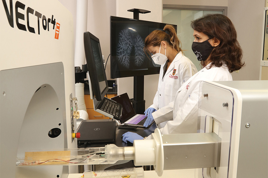 [photo  of Dr. Patricia Lima and Dr. Elahe Alizadeh in a lab at QCPU]
