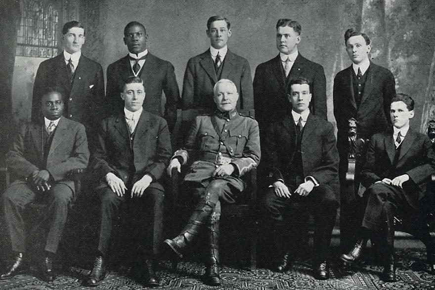 [1916 photo of members of Medicine 1917]