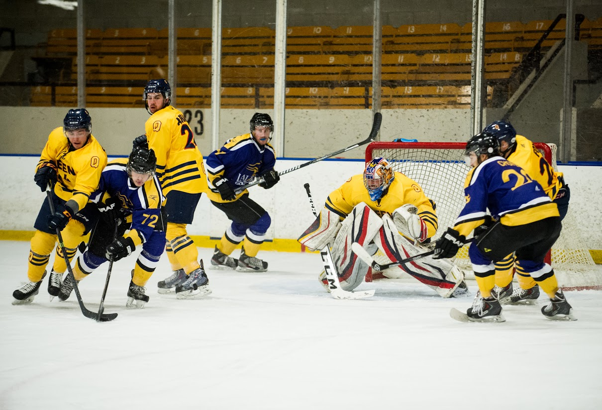 [photo of Queen's Gaels hockey]