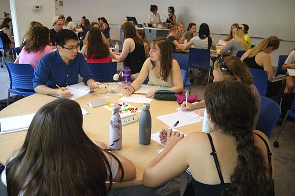 Round tables facilitate collaboration in the low-tech, team-based learning space in Mac-Corry D201. (Photo: Active Learning Classrooms)