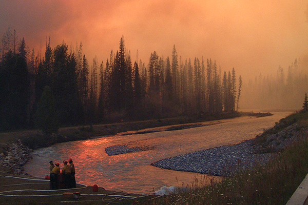 Firefighters combating Kootenay National Park fires in 2003. (Credit: Parks Canada)