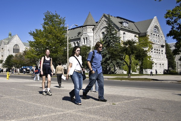 Queen's Senate approves enrolment targets