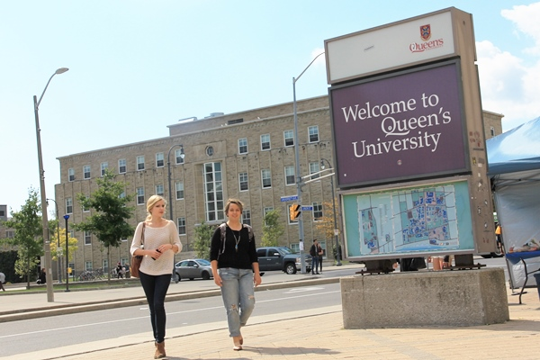 [Queen's sign at University Avenue]