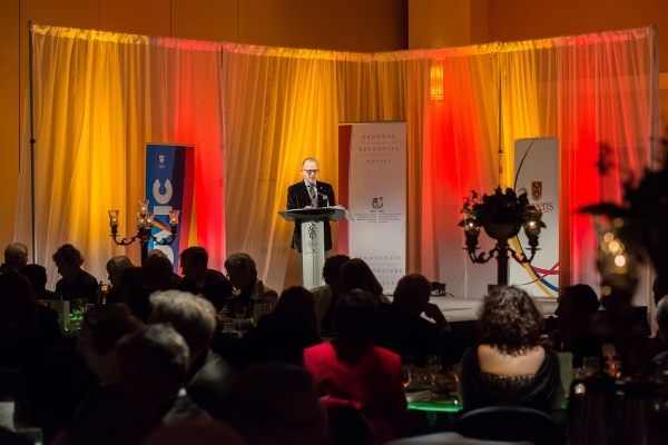 Royal welcome for Canadian scholars