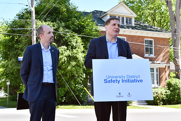 [Principal Daniel Woolf and Mayor Bryan Paterson make the announcement]