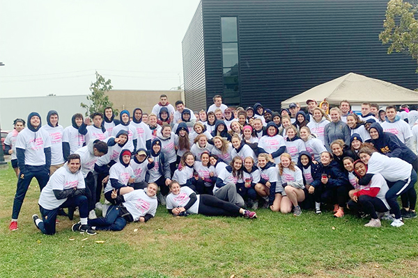 [Gaels athletes at 2019 CIBC Run for the Cure]