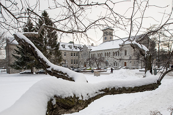 Queen's University closing for winter holidays