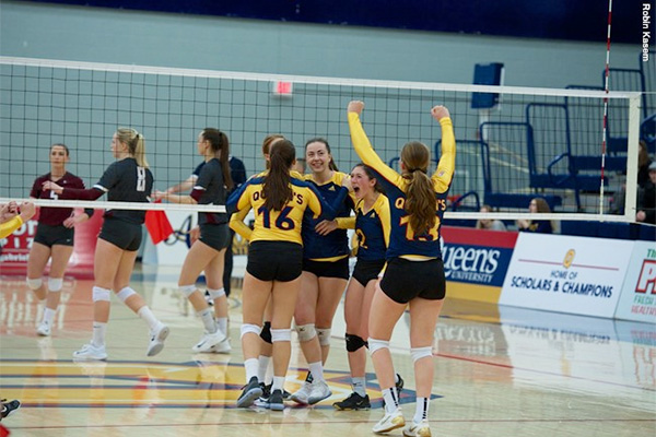 Gaels stun No. 6 Marauders in women's volleyball
