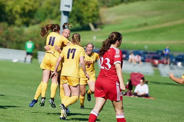 Gaels women's soccer team earns weekend sweep