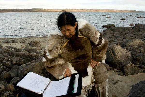 Queen's hosts Inuit artist residency