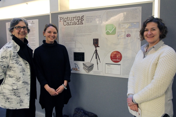 Holly Dickinson (centre) developed her research skills under the guidance of Dr. Joan Schwartz (left) and Lisa Binkley during the 2015 Undergraduate Student Summer Research Fellowship program.