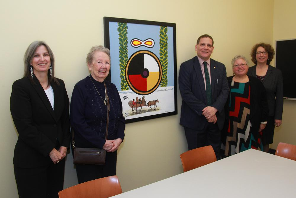 A total of 12 study rooms at Stauffer Library have been given Indigenous names to increase the visibility of the Indigenous community. From left: Leanne Wight, representing Kingston and the Islands MPP Sophie Kiwala; Dr. Marlene Brant Castellano, Aboriginal Council co-chair; Principal Daniel Woolf; Janice Hill, Director, Four Directions Aboriginal Student Centre; and Martha Whitehead, Vice-Provost and University Librarian. (Photo by Bernard Clark)