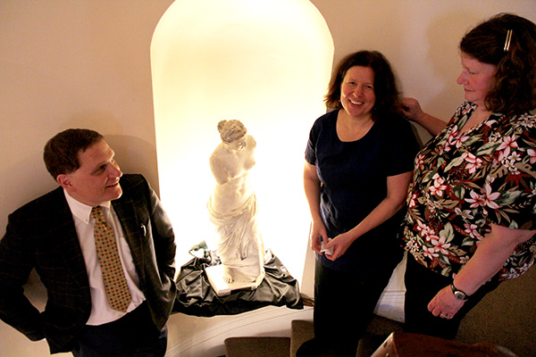 Principal Daniel Woolf stands alongside Mati Bernabei and Gina Jack after unveiling a new plaque on the statue of Venus that was brought into the University Club 38 years ago by their father, former Classics professor Richard Bernabei.