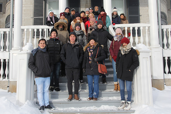 International students wrap up a chilly tour of campus, led by the Queen's University International Center (QUIC), at Summerhill on Wednesday, Jan. 3. (University Communications)