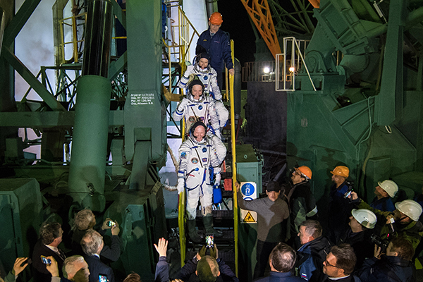 [Expedition 55 crew prepare for launch]