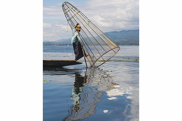 OVERALL WINNER/PEOPLE'S CHOICE: Henry Memmott – Fisherman on Inle Lake,  Myanmar