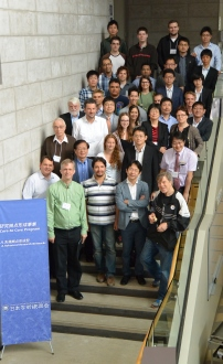 [Joint symposium participants pose for photo]