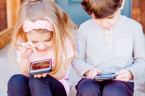 [Children using smart phones]