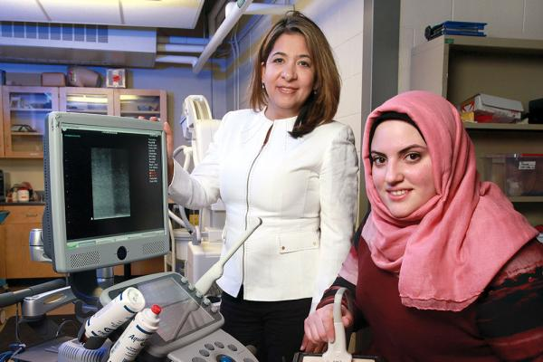[Dr. Parvin Mousavi and Layan Nahlawi in lab]
