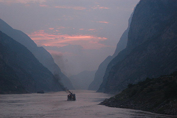 [Boat on the Yangtze River at dusk]