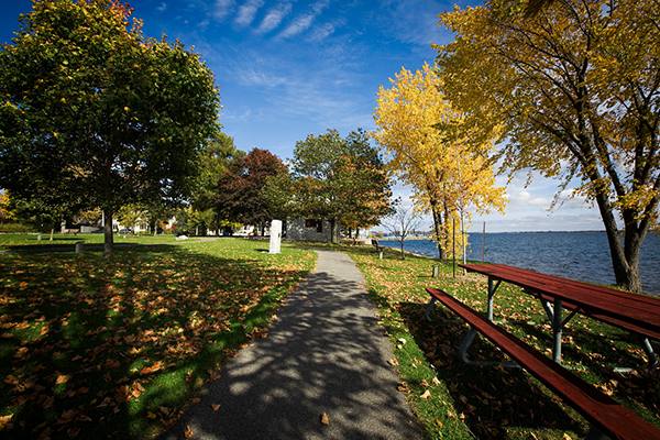 [Fall in Kingston by the waterfront]