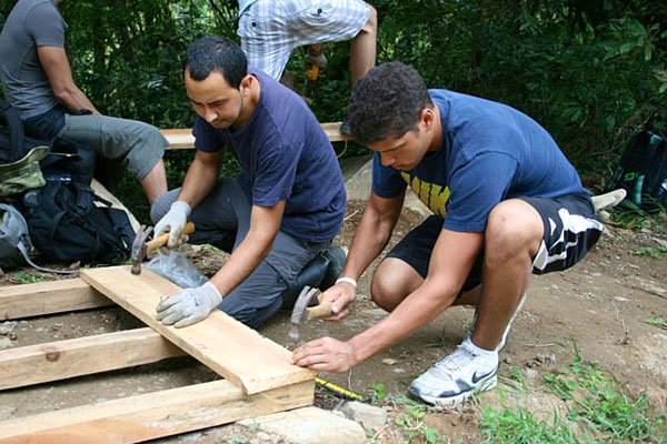 [Students gaining valuable life experience from a community service learning project in Costa Rica]