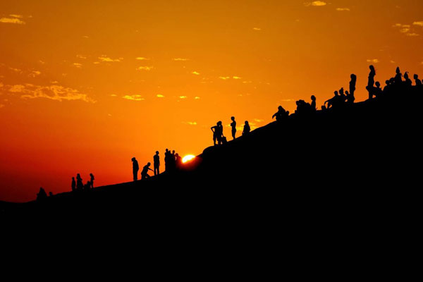 [Sunset in the Singing Sand Dunes; Singing Sand, Qatar. By Jessica Ng, 2013.]